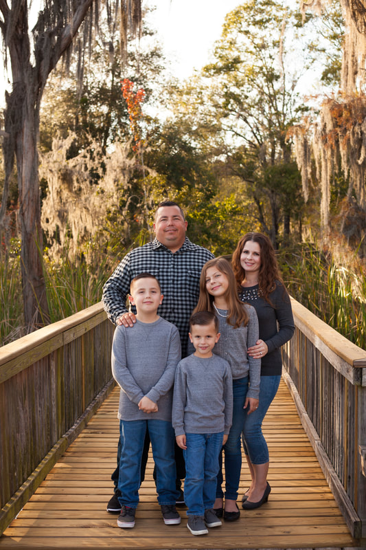 Family of five photo in Florida Woods